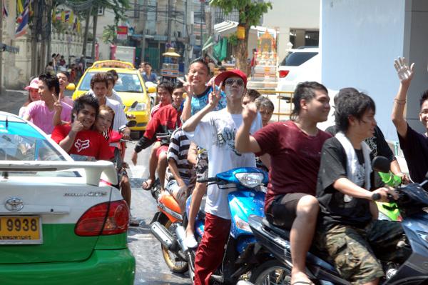 タイの水掛祭り ソンクラーン'08 (4)_b0131470_2044397.jpg