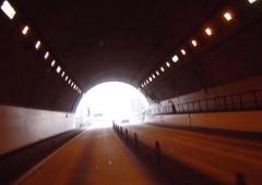 トンネルの魂_c0052304_1942143.jpg