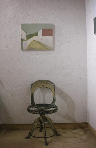 壁と絵と椅子_e0138627_2058334.jpg