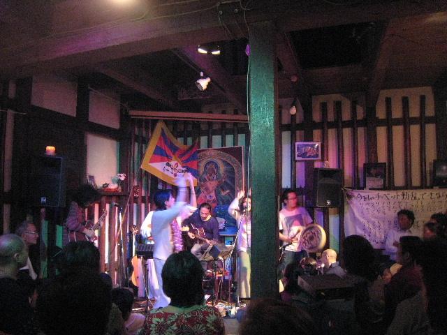 チベットに平和を!京都にて、急遽写真展やります!_e0111396_20205651.jpg