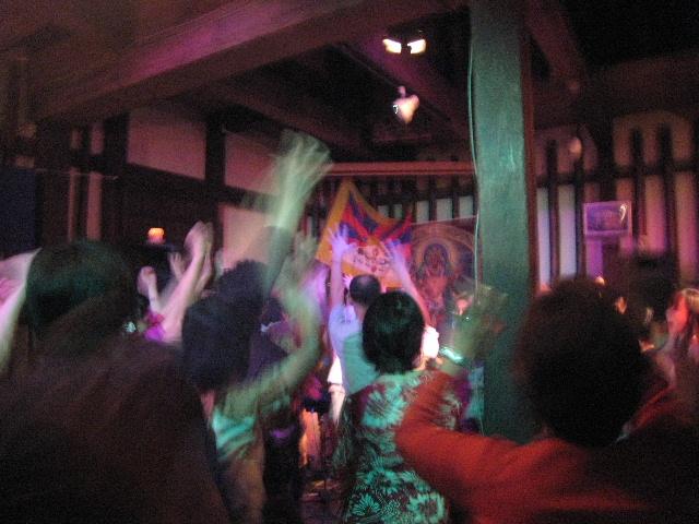 チベットに平和を!京都にて、急遽写真展やります!_e0111396_23544711.jpg