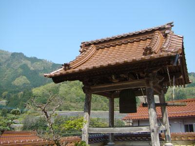 お寺のコンサート♪_a0047200_2231279.jpg