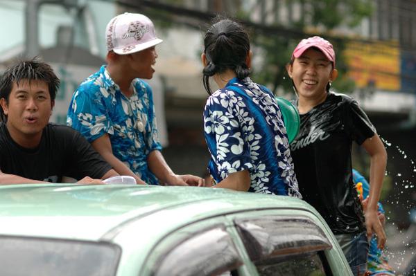 タイの水掛祭り ソンクラーンの思い出'07(1)_b0131470_14363069.jpg