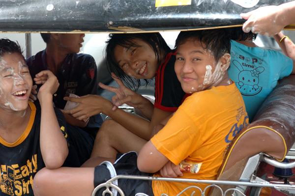タイの水掛祭り ソンクラーンの思い出'07(1)_b0131470_14365585.jpg