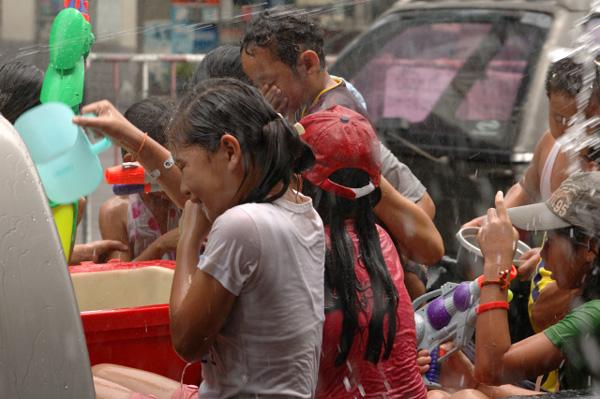 タイの水掛祭り ソンクラーンの思い出'07(1)_b0131470_1436755.jpg