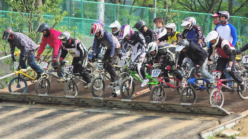2008緑山4月定期戦VOL12BMX30オーバー、マスターズクラス決勝_b0065730_1931735.jpg