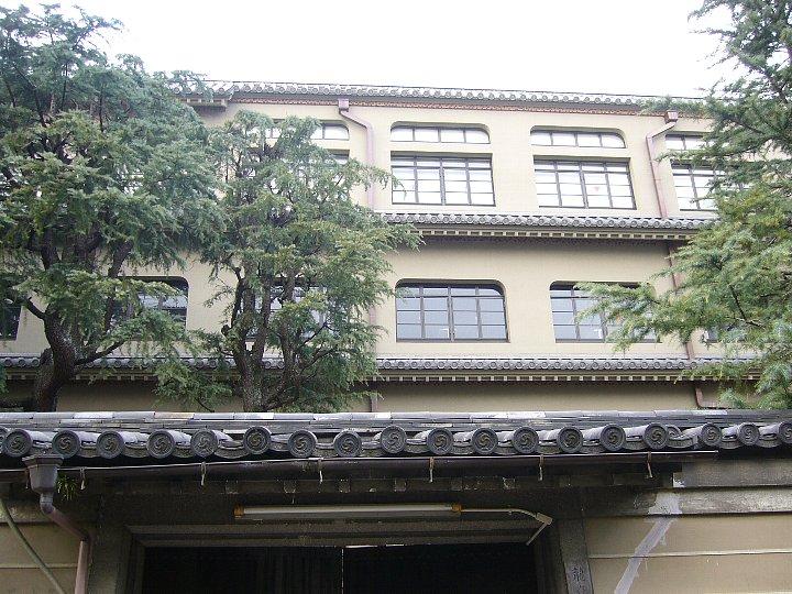 龍谷大学大宮図書館_c0112559_13414837.jpg