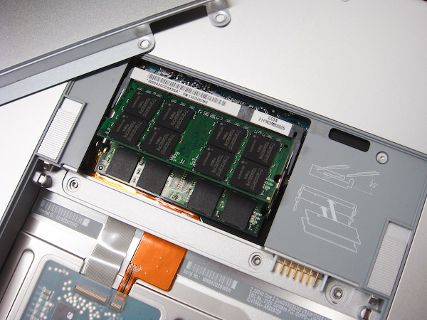 MacBookPro メモリ増設_f0077521_11385652.jpg