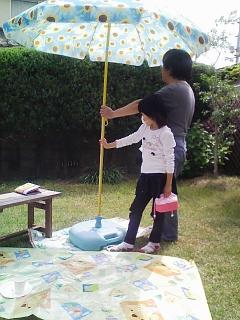 お庭でピクニック_d0004447_14545715.jpg