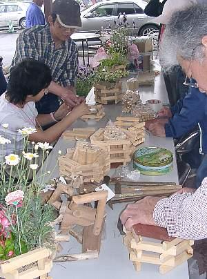 木で作る鉢カバー_c0141652_1661628.jpg