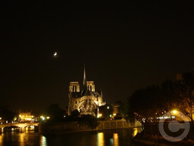 ■真夜中のノートルダム(パリ)_a0008105_21202337.jpg
