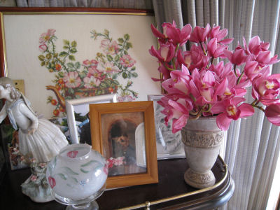 先に開花したのを切り花にして、飾りました