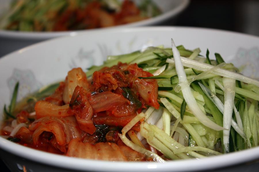 キムチ冷麺と島らっきょう_e0048332_1559407.jpg