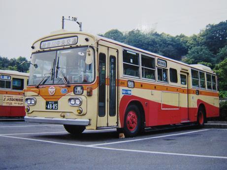 バス営業所モジュールの製作ー7-1 : 赤い電車は白い線