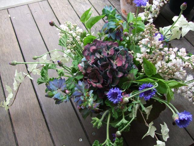 オークリーフ(ライラックと青い花のアレンジメント)_f0049672_12355413.jpg