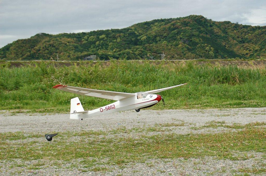 Ka-8c スーパーライトの離着陸_e0146402_2027290.jpg