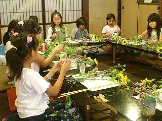 子供たちのお花教室_f0017409_11215017.jpg