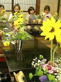 子供たちのお花教室_f0017409_11224386.jpg