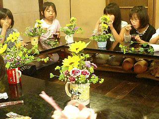 子供たちのお花教室_f0017409_1124979.jpg