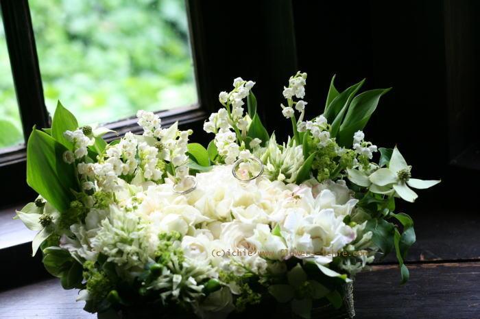 5月のバラ スズランのリングピロー シェ松尾松濤レストラン様の装花_a0042928_23191510.jpg