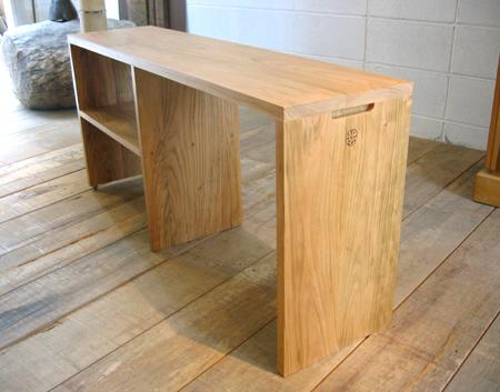 山桜のベッドサイドテーブルをお届けしました_f0171785_13511541.jpg