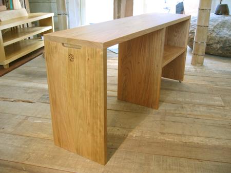 山桜のベッドサイドテーブルをお届けしました_f0171785_141010100.jpg