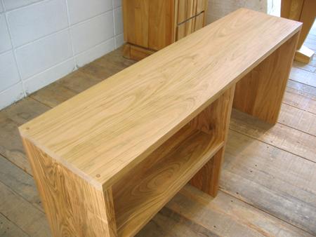 山桜のベッドサイドテーブルをお届けしました_f0171785_1493320.jpg