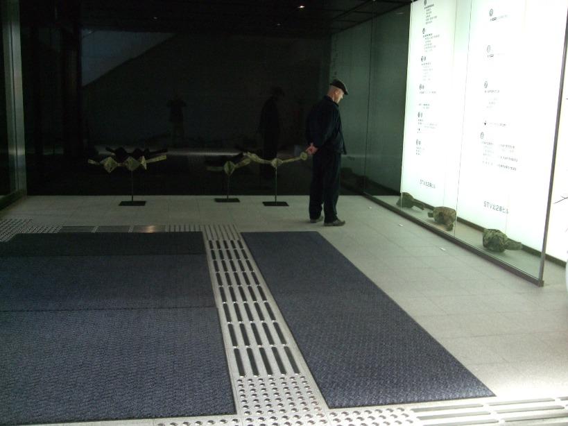 ※)STVエントランス・ホール 「ダム・ダン・ライ彫刻展」 終了・4月28日(月)~5月18日(日) _f0126829_17534315.jpg