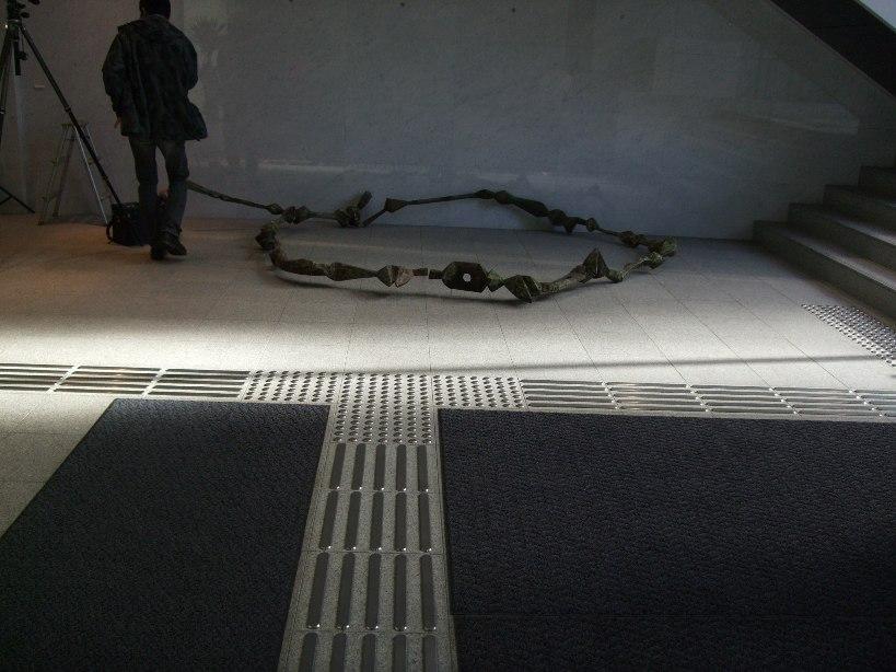 ※)STVエントランス・ホール 「ダム・ダン・ライ彫刻展」 終了・4月28日(月)~5月18日(日) _f0126829_17545614.jpg