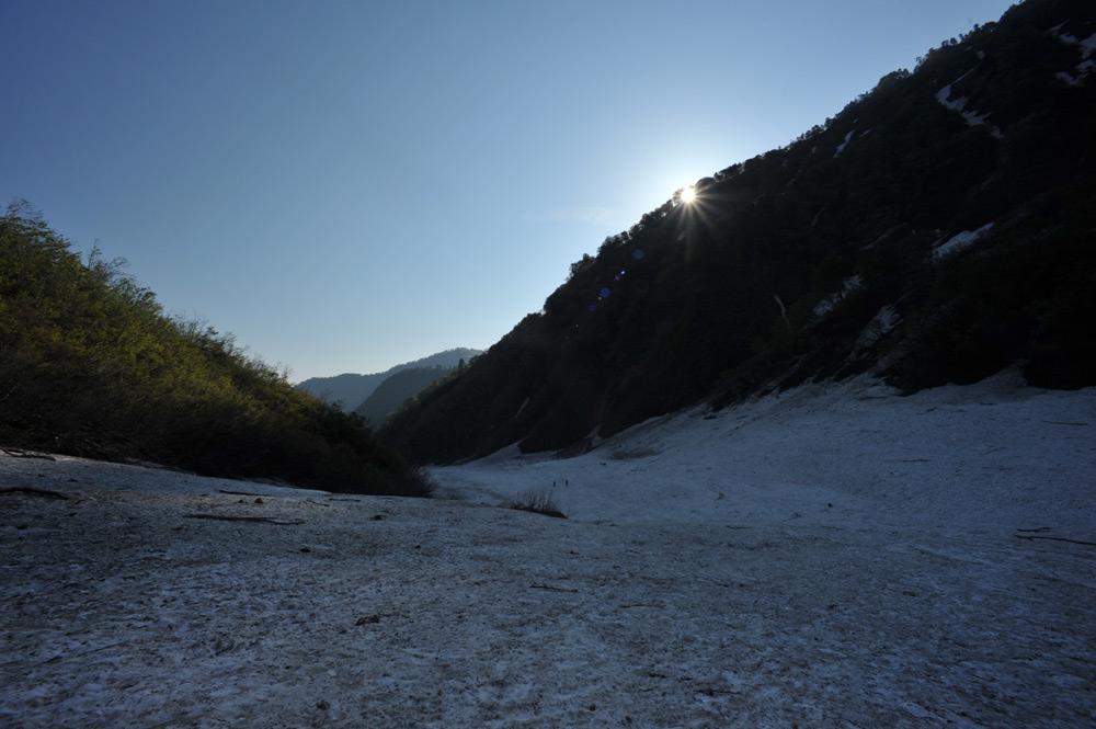 雪渓に昇る日_c0065410_22591936.jpg
