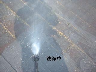 屋根の高圧洗浄作業_f0031037_1625337.jpg