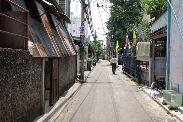 バンコクの路地散歩_b0131470_0191830.jpg