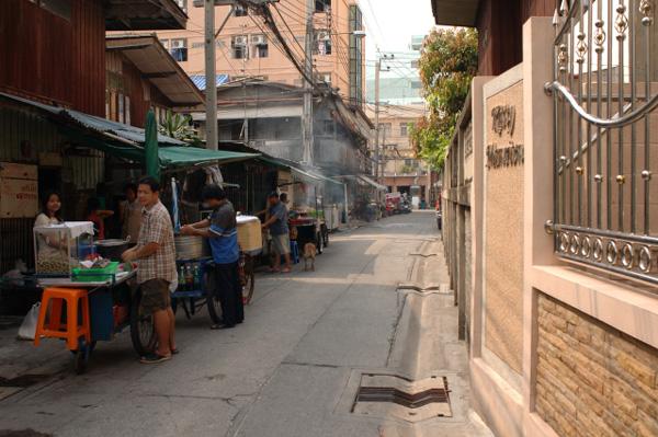 バンコクの路地散歩_b0131470_01946100.jpg