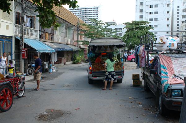 バンコクの路地散歩_b0131470_0203955.jpg
