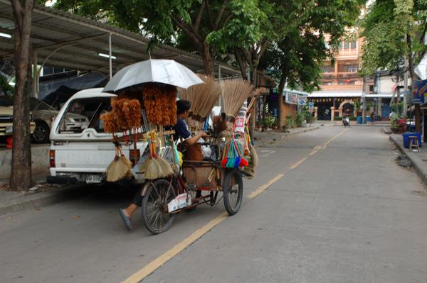 バンコクの路地散歩(2)_b0131470_120334.jpg