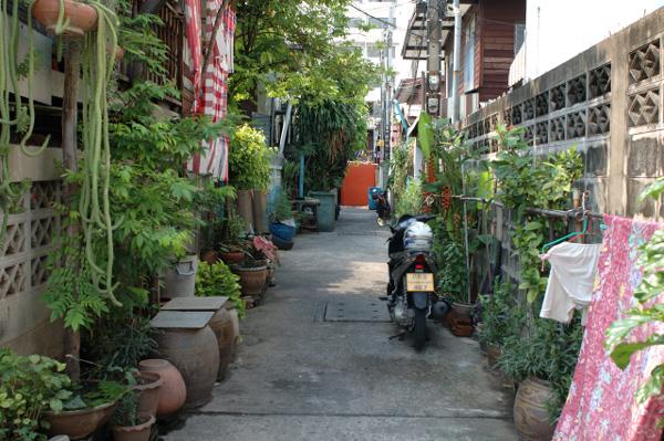 バンコクの路地散歩(2)_b0131470_121853.jpg