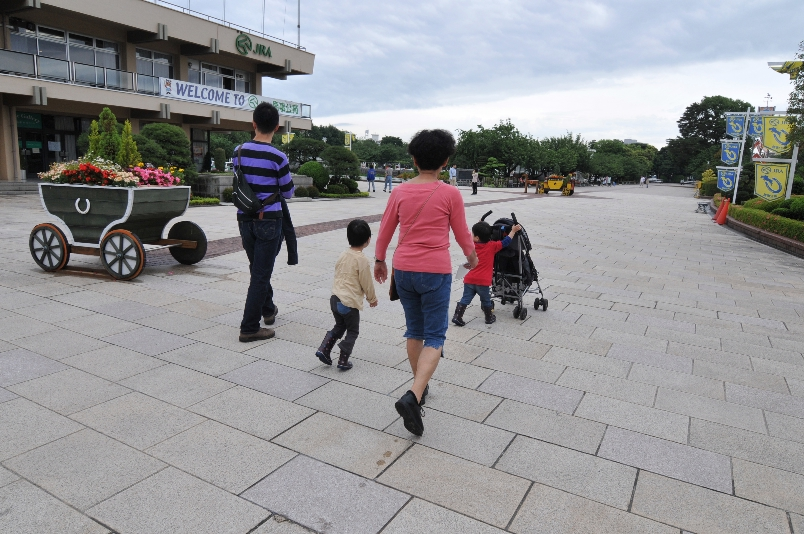三世代の散歩@馬事公苑_d0056382_11335778.jpg