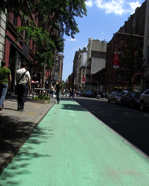 SOHOに登場した緑色の道_b0007805_124213.jpg