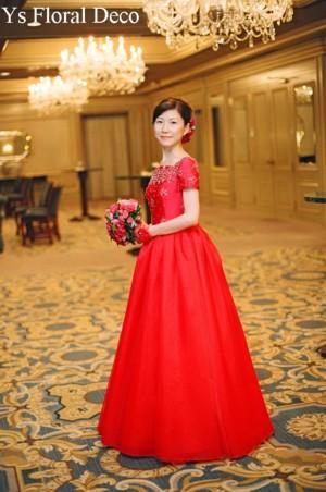 クラシカルなドレス 赤ブーケ_b0113510_0314053.jpg
