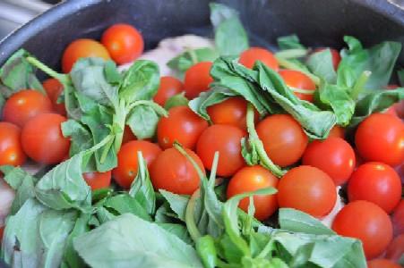 煮っ放し!柔らかチキンのバジルトマト煮込み_d0104926_503215.jpg