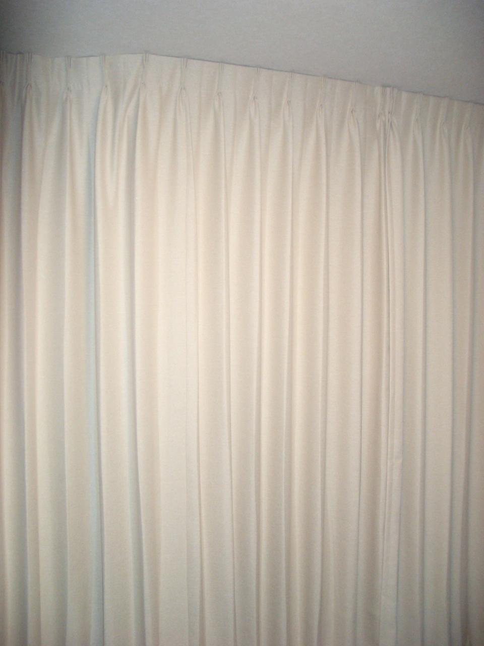 暑さ寒さもカーテンで!_e0133255_16335746.jpg