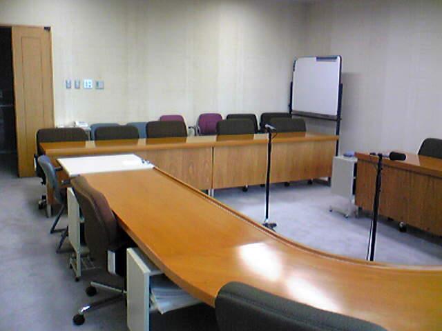 ここが委員会室です_b0128126_2133465.jpg