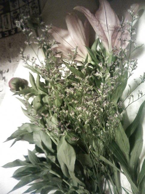 今日のお稽古花「芍薬と鉄砲百合」♪_b0137453_22215719.jpg