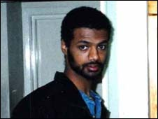 グアンタナモの最後の英国人にテロ容疑+帰国後のテロ容疑者_c0016826_5312154.jpg
