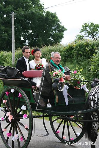 馬車で結婚式のお迎え?!_c0024345_194198.jpg