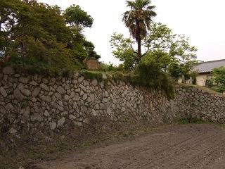 世良長兵衛屋敷跡の石垣は熊野筆の繁栄を物語る_b0095061_10562522.jpg