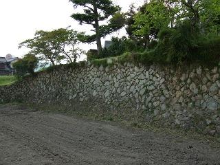 世良長兵衛屋敷跡の石垣は熊野筆の繁栄を物語る_b0095061_10563414.jpg