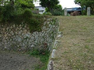 世良長兵衛屋敷跡の石垣は熊野筆の繁栄を物語る_b0095061_10564313.jpg