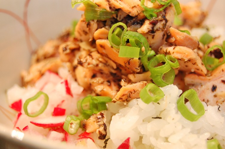家族が喜ぶ☆鮭のゆかり風味丼_d0104926_22235655.jpg