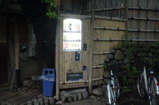 上野公園の竹垣擬態自動販売機_a0003909_6413142.jpg